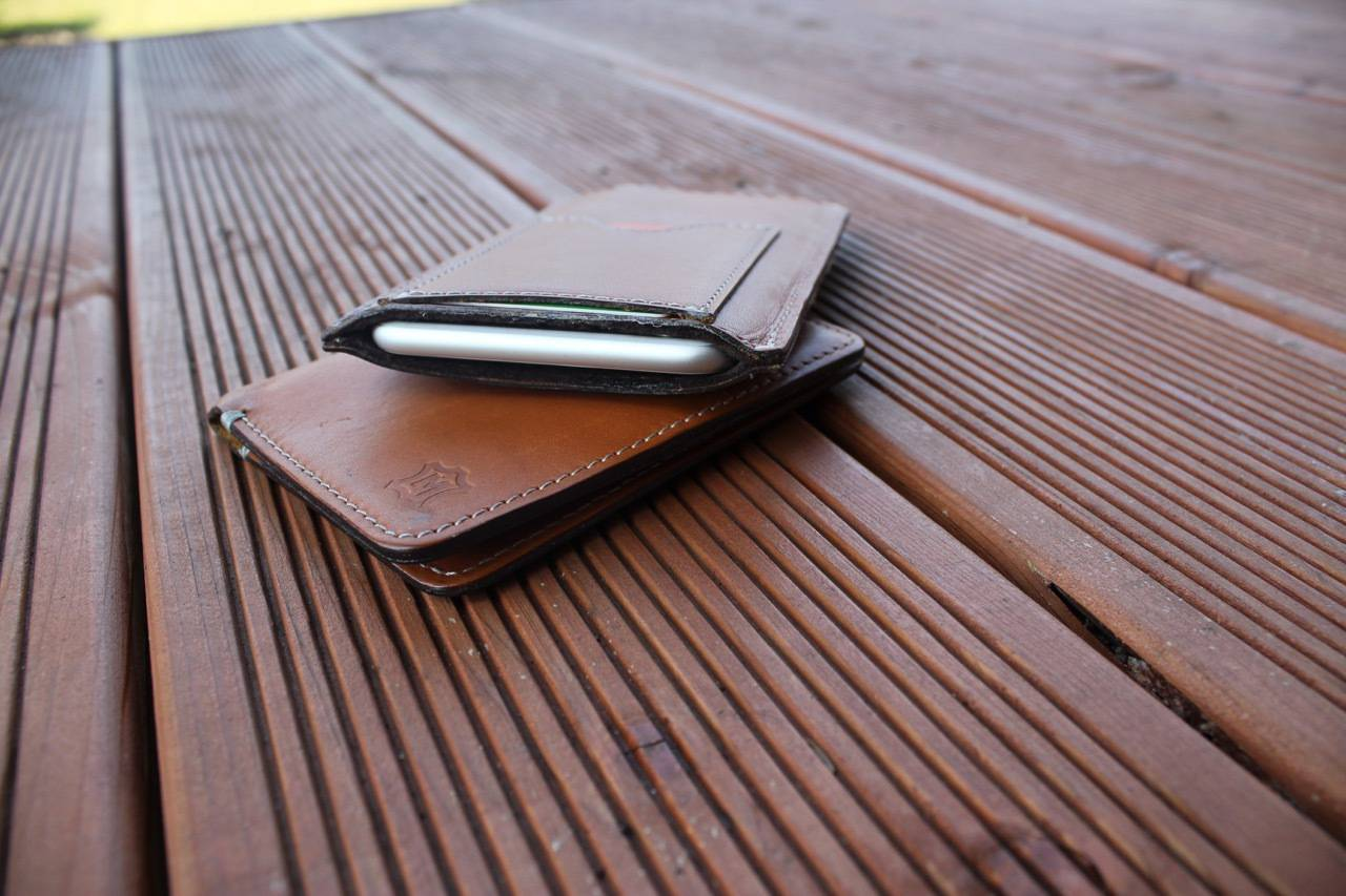771cbde16d14e Elegancki pokrowiec na iPhone a od Manufaktura Miler - recenzja ...