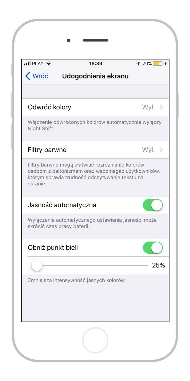 Ja szukałem tutaj jeszcze możliwości aktywacji automatycznego ustawiania jasności. W iOS 11 zostało to jednak dość skrupulatnie ukryte. Aby dotrzeć do tej opcji należy otworzyć kolejno: *Ustawienia -> Ogólne -> Dostępność -> Udogodnienia ekranu*. Jedną z opcji jest tutaj właśnie *Jasność automatyczna*.