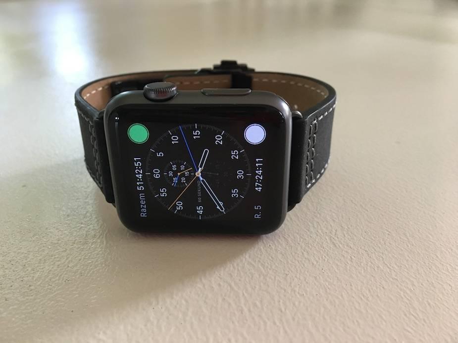 Skórzany pasek Monowear z Apple Watch - przód