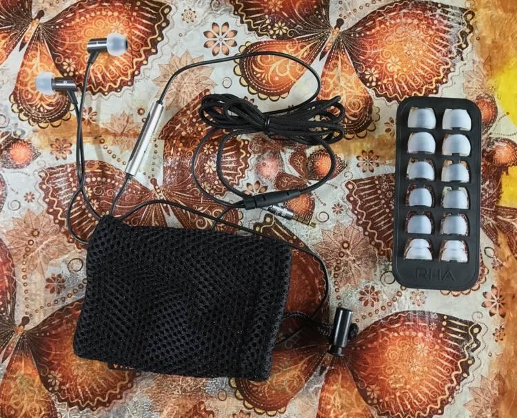 Słuchawki RHA S500i wyposażenie
