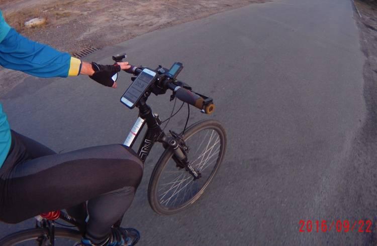 Rokform Rugged Case na rowerze